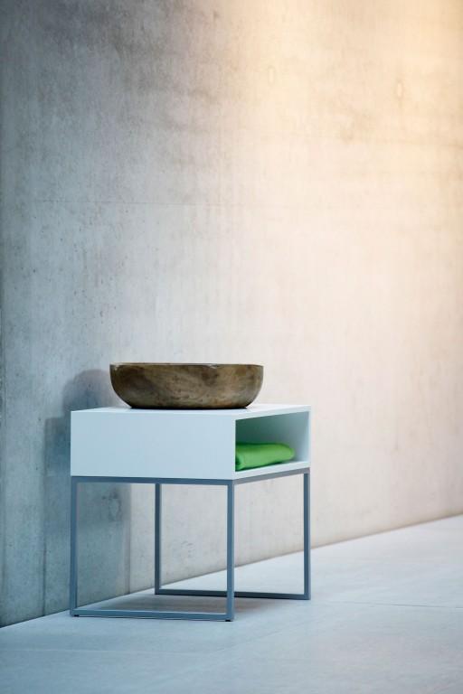 jan kurtz dina nachttisch tisch in luna silber wei 60 x 48 x 44 kleinm bel nachtische luna. Black Bedroom Furniture Sets. Home Design Ideas