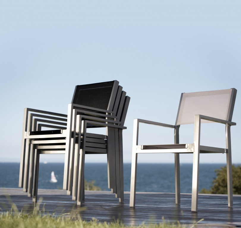 jan kurtz cubic stuhl stapelstuhl wetterfest aluminium schwarz od wei im 4erset garten. Black Bedroom Furniture Sets. Home Design Ideas